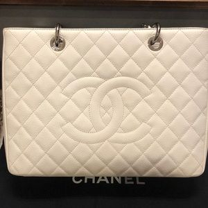 LARGE WHITE CHANEL TOTE BAG 30CM